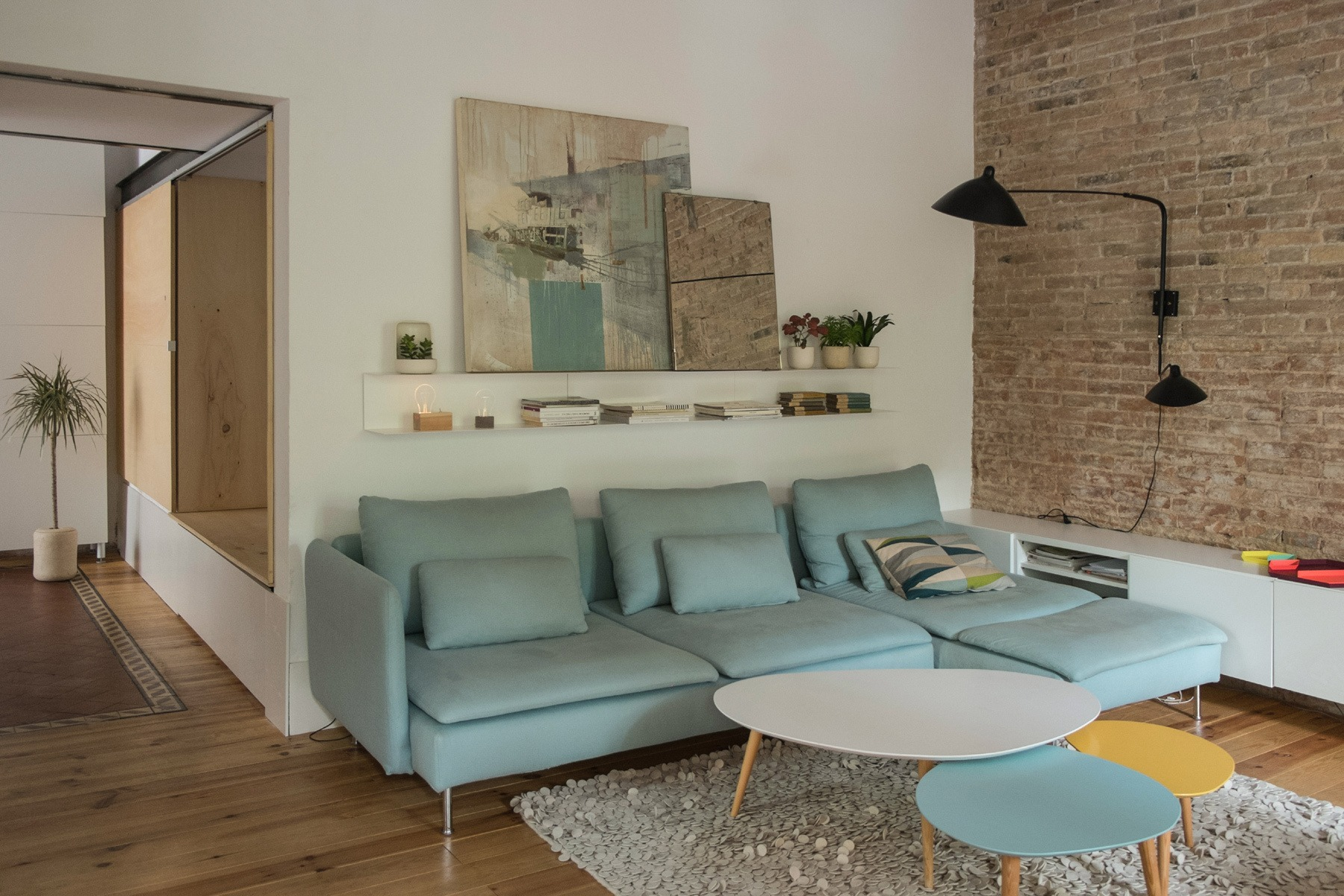 Decorar las paredes con ladrillo visto rutchicote for Casas de sofas en barcelona